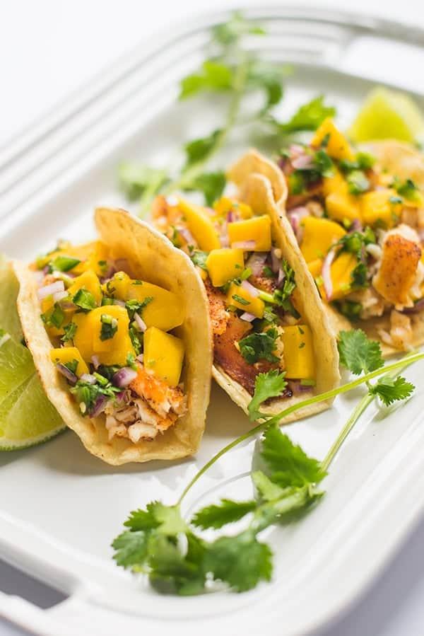 Recette : Tacos aux crevettes et salsa à la mangue
